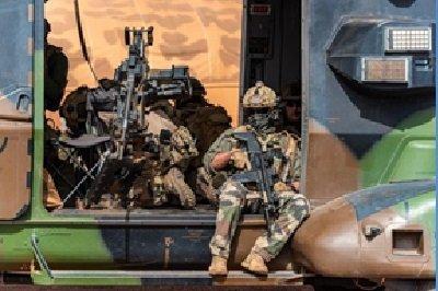 Bockel : la France doit garder une présence au Sahel